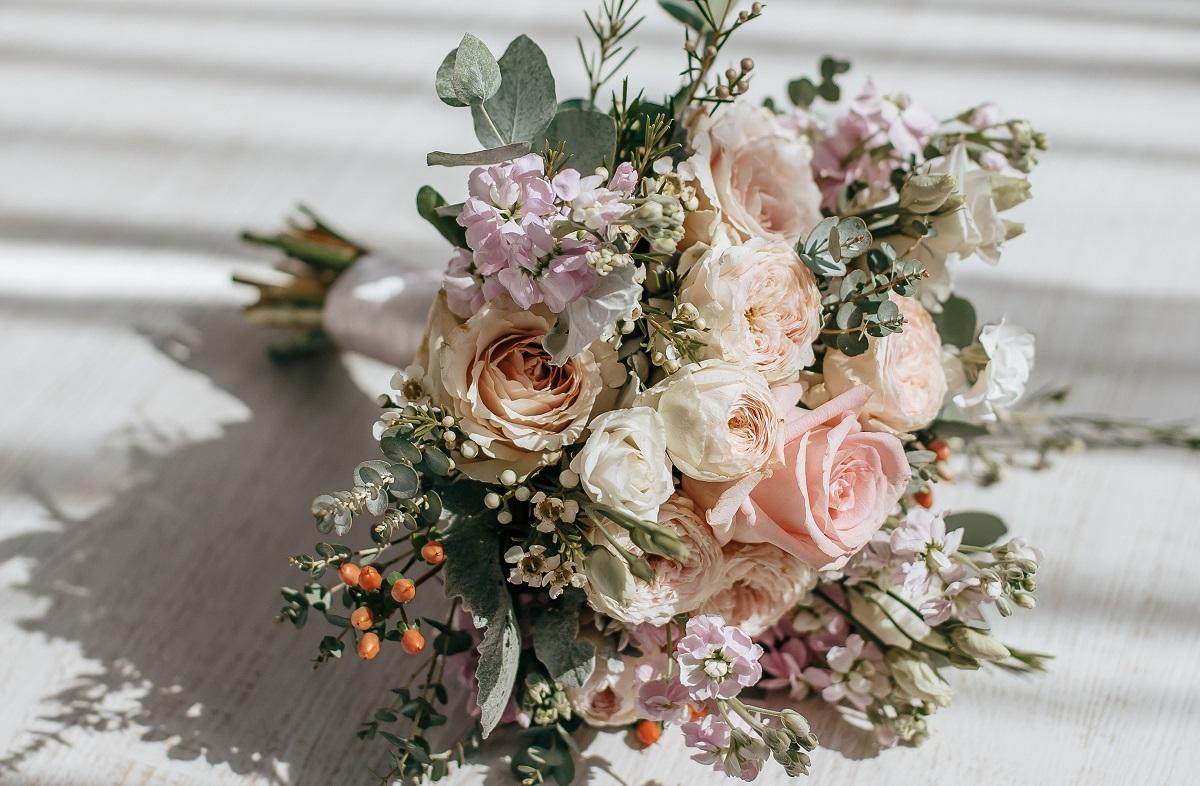 Bouquet da sposa primaverile: quali fiori scegliere